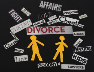 blackboard with words like cheat, affair, fight which describe divorce
